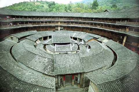 King-of-Tulou-by-Gisling