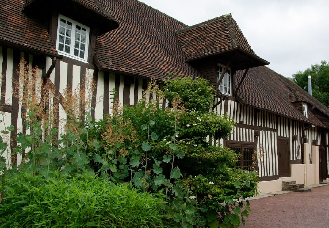 ancienne-ferme-normande-a-colombages